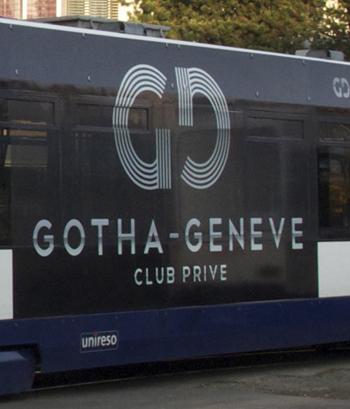 Adhésivage du tramway de Genève avec de l'adhésif micro-perforé