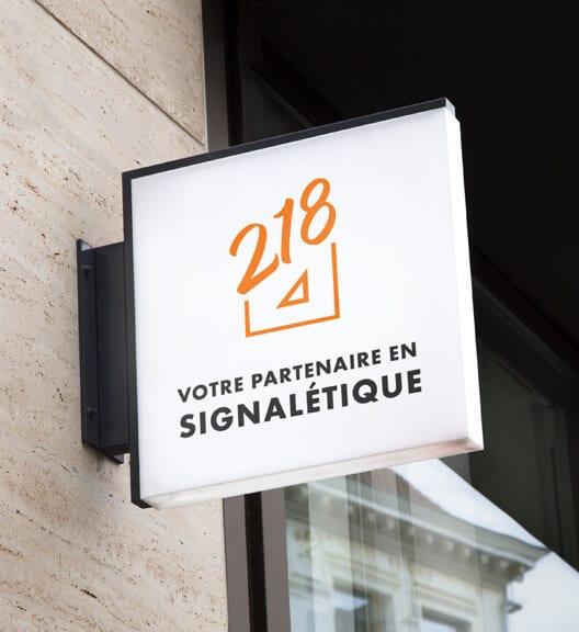 Enseigne Studio218 - votre partenaire en signalétique