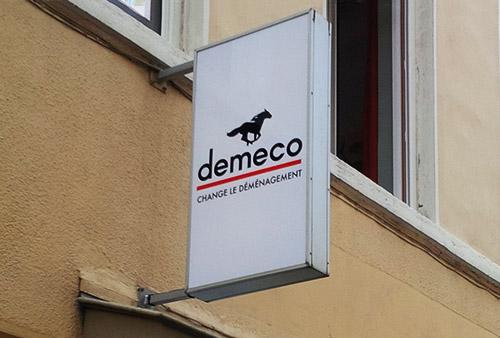 Enseigne drapeau Seegmuller déménagements - réseau Demeco