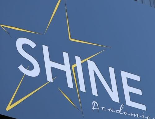 Réalisation de l'enseigne lumineuse de Shine Académie