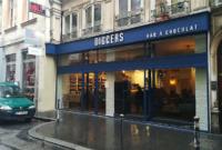 Réalisation et pose de l'enseigne en lettres relief pour le café Diggers sur Lyon