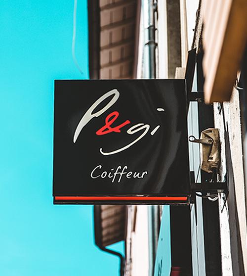 Enseigne drapeau lumineuse pour un salon de coiffure sur Lyon